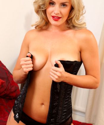 The Most Gorgeous Glamour Minx Amy Green – Fabulous Figure Stunning Natural Sexiness – Enjoy