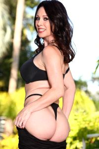 The Most Delicious Pornstress Ray Veness Getting Busy – Fabulous Figure Love Those Mature Curves – Enjoy